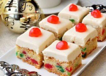 Carrés de gâteau aux cerises.