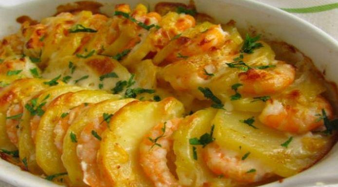Délicieux gratin de crevettes et pommes de terre sans lait sans gluten