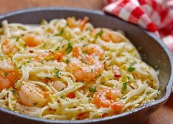 Spaghetti aux crevettes et beurre à l'ail maison