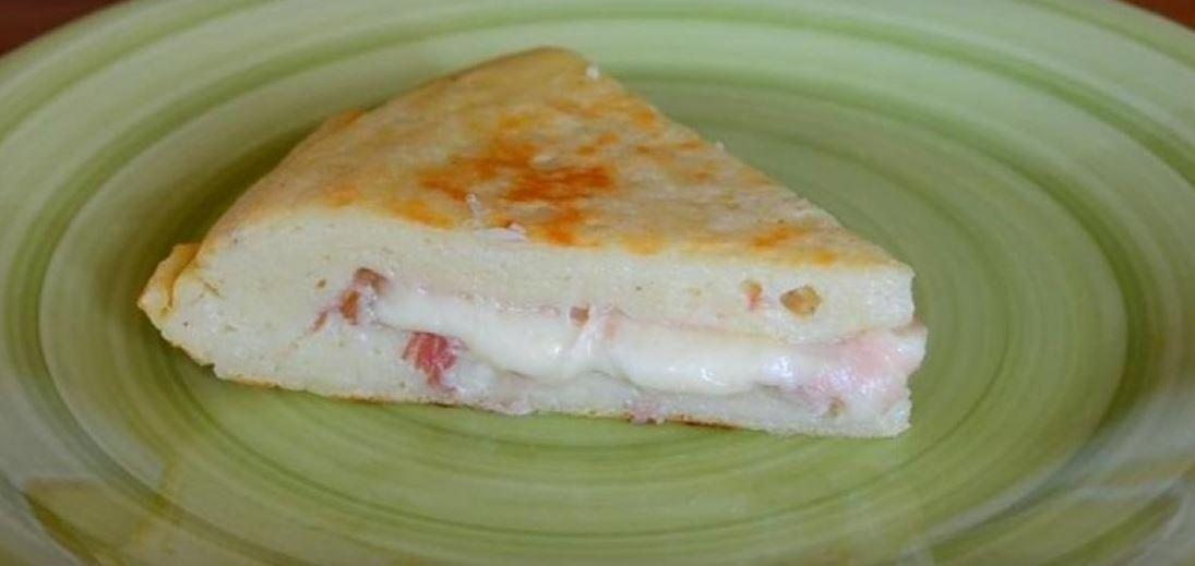 Cuisinez la à l'italienne! Voici une omelette de pomme de terre remarquable