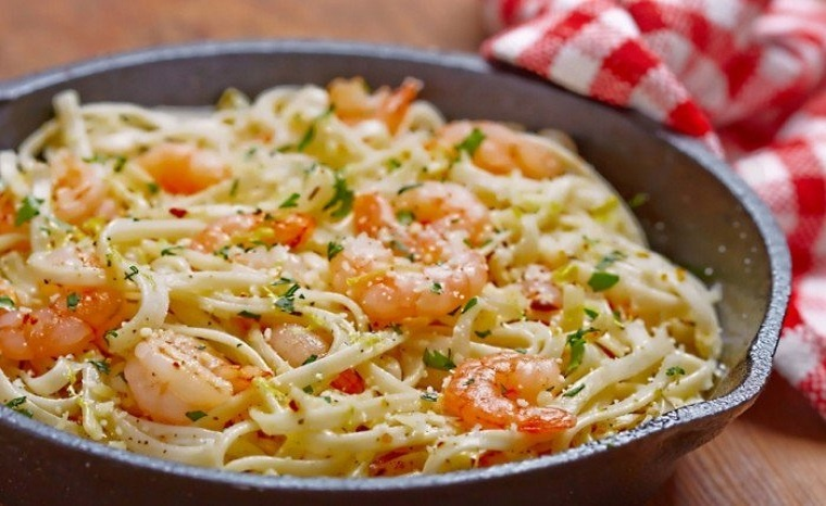 Spaghetti aux crevettes et beurre à l'ail