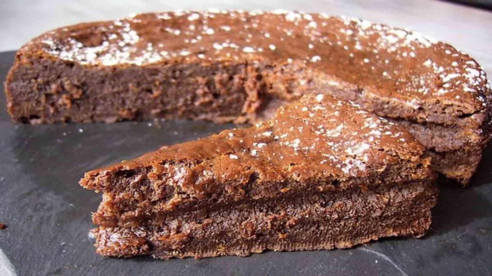 Gâteau au chocolat original au bon goût de caramel salé