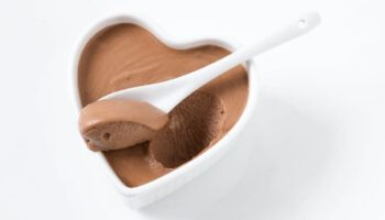MOUSSE AU CHOCOLAT TRÈS SIMPLE