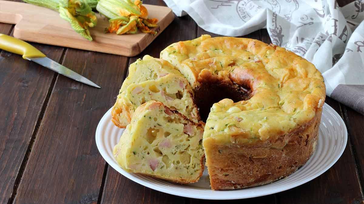 Exquis gâteau salé aux courgettes et au jambon