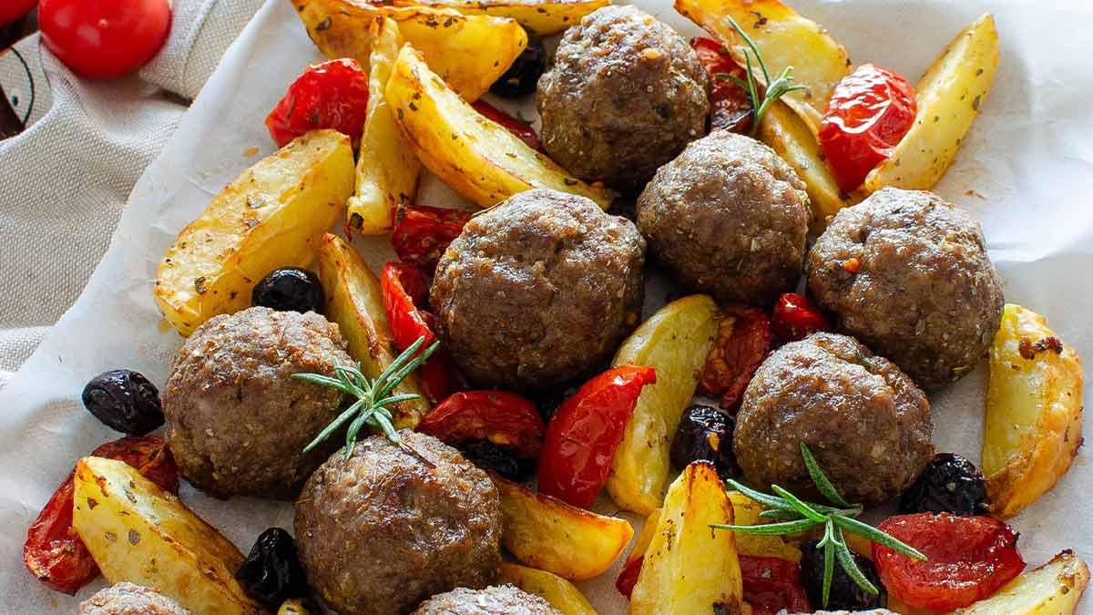 Boulettes de viande et pommes de terre à la méditerranéenne