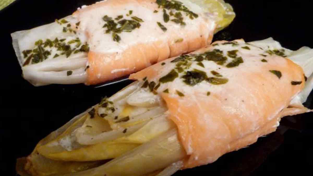 Endives au saumon fumé avec une crème citronnée