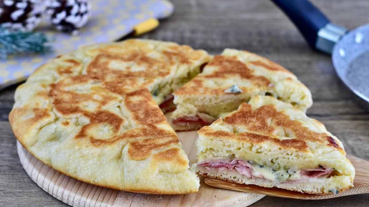 Focaccia au jambon cuit et au gorgonzola