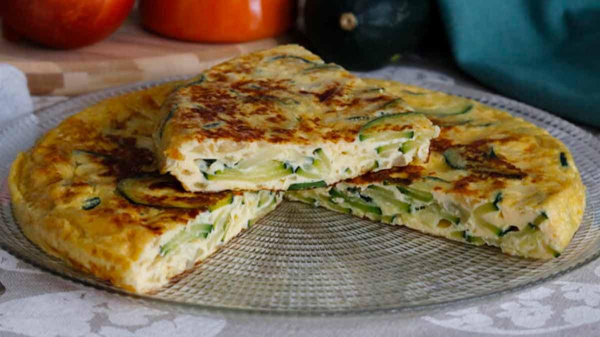 Omelette aux courgettes et aux oignons
