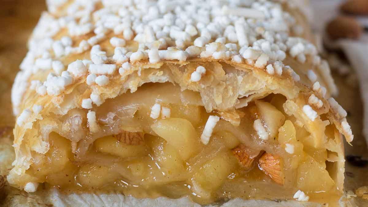 Rouleau de pâte feuilletée aux pommes et confiture