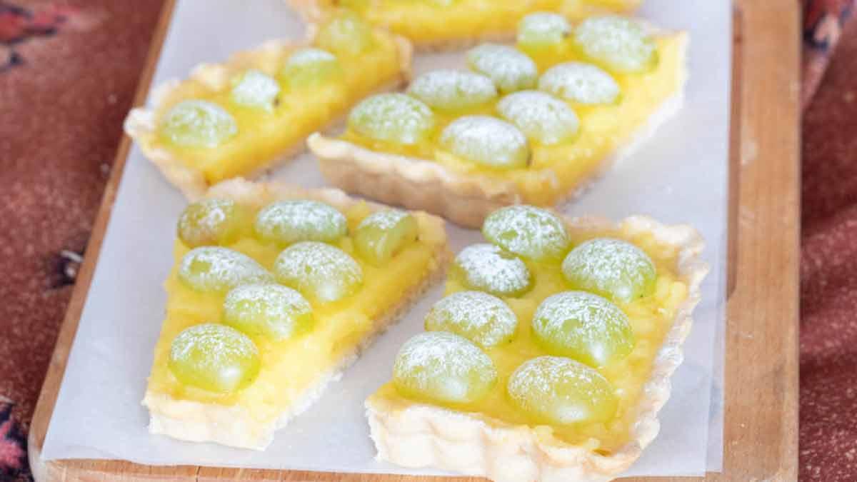 Tarte à la crème au citron et au raisin