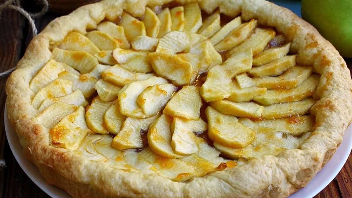 tarte aux pommes et à la confiture