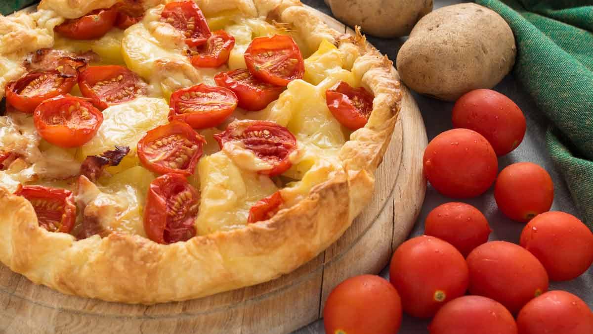 tarte salée aux pommes de terre et aux tomates cerise