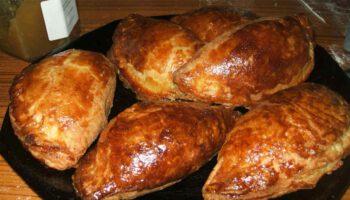 Délicieux chaussons au foie gras et confit de figue