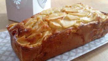 Doux cake aux pommes et au miel