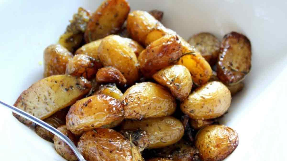 Pommes de terre confites avec ail