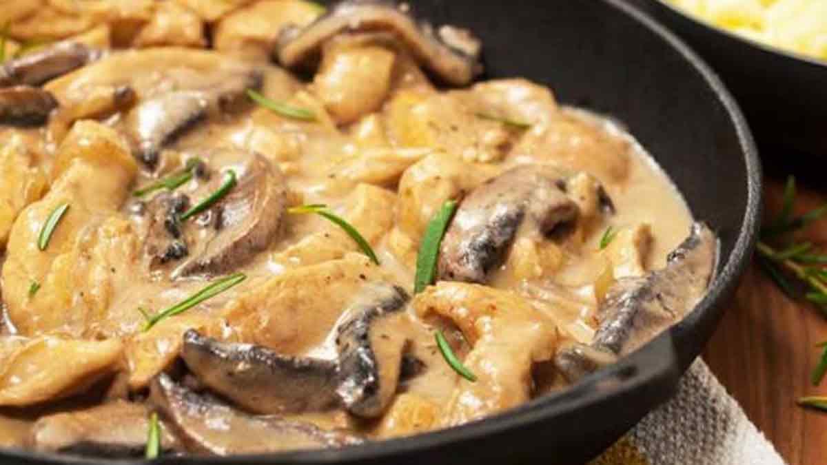 Succulente blanquette de poulet aux champignons