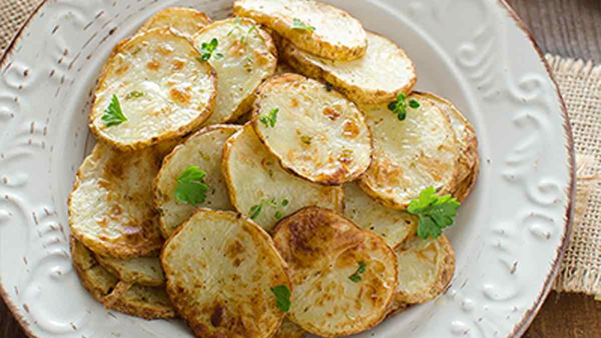 Succulentes pommes de terre cuites à la friteuse à air