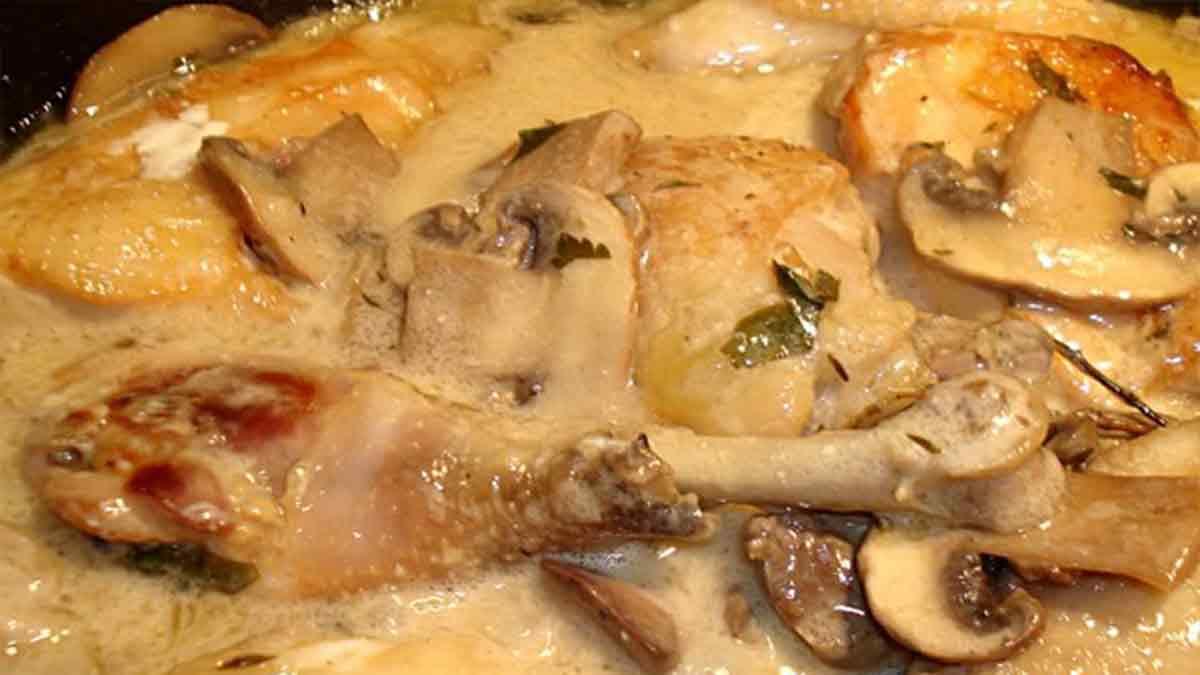 Délicieux poulet à la crème et champignons