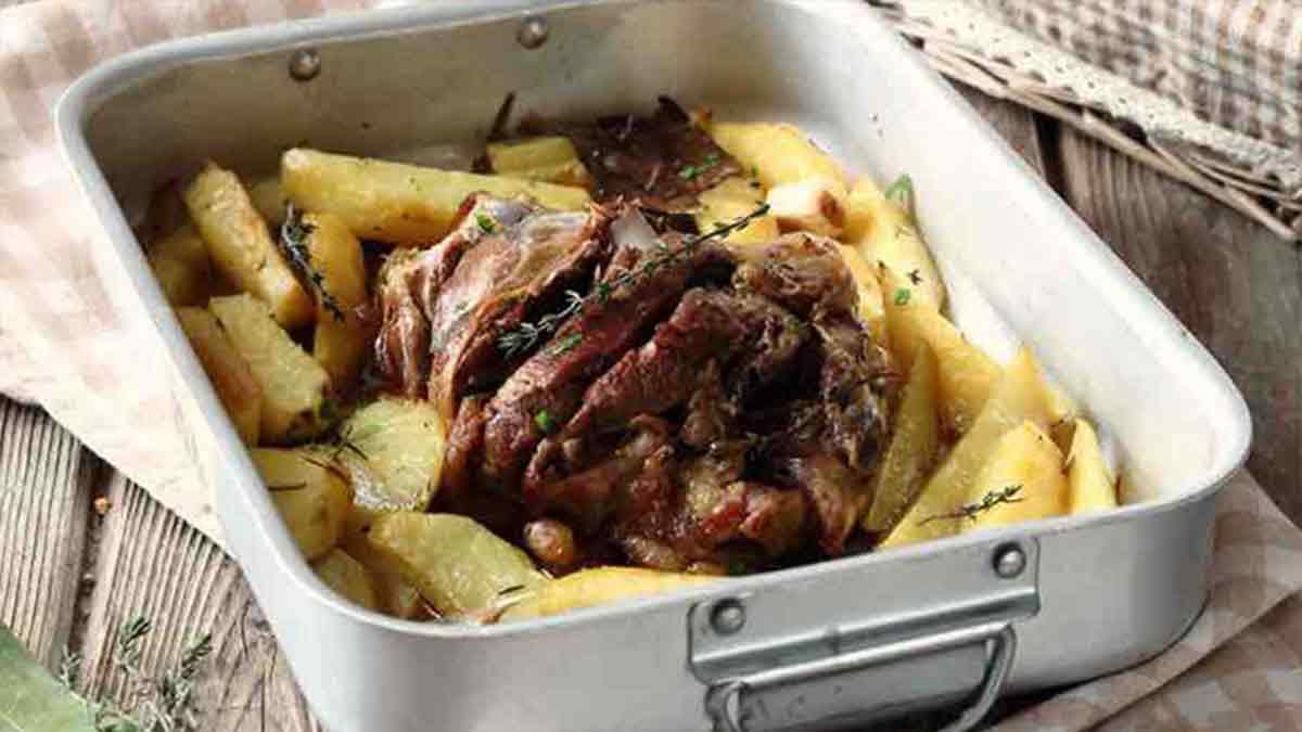 Gigot d'agneau rôti aux pommes de terre