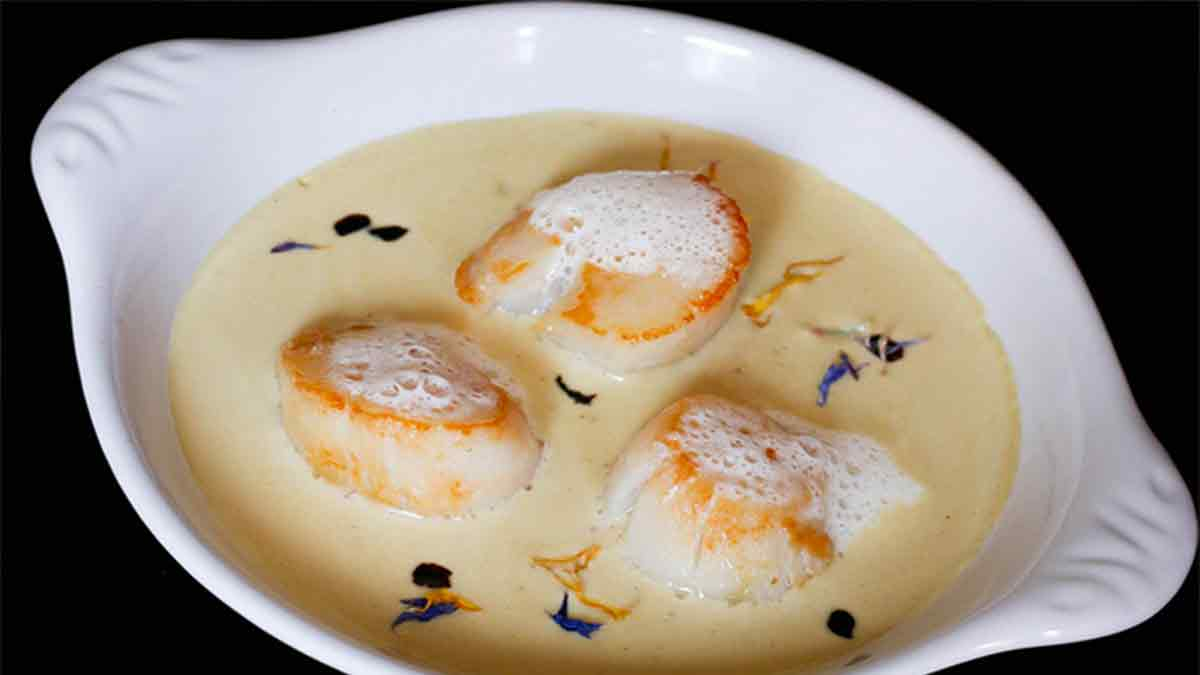 Poêlée de Saint-Jacques sauce foie gras