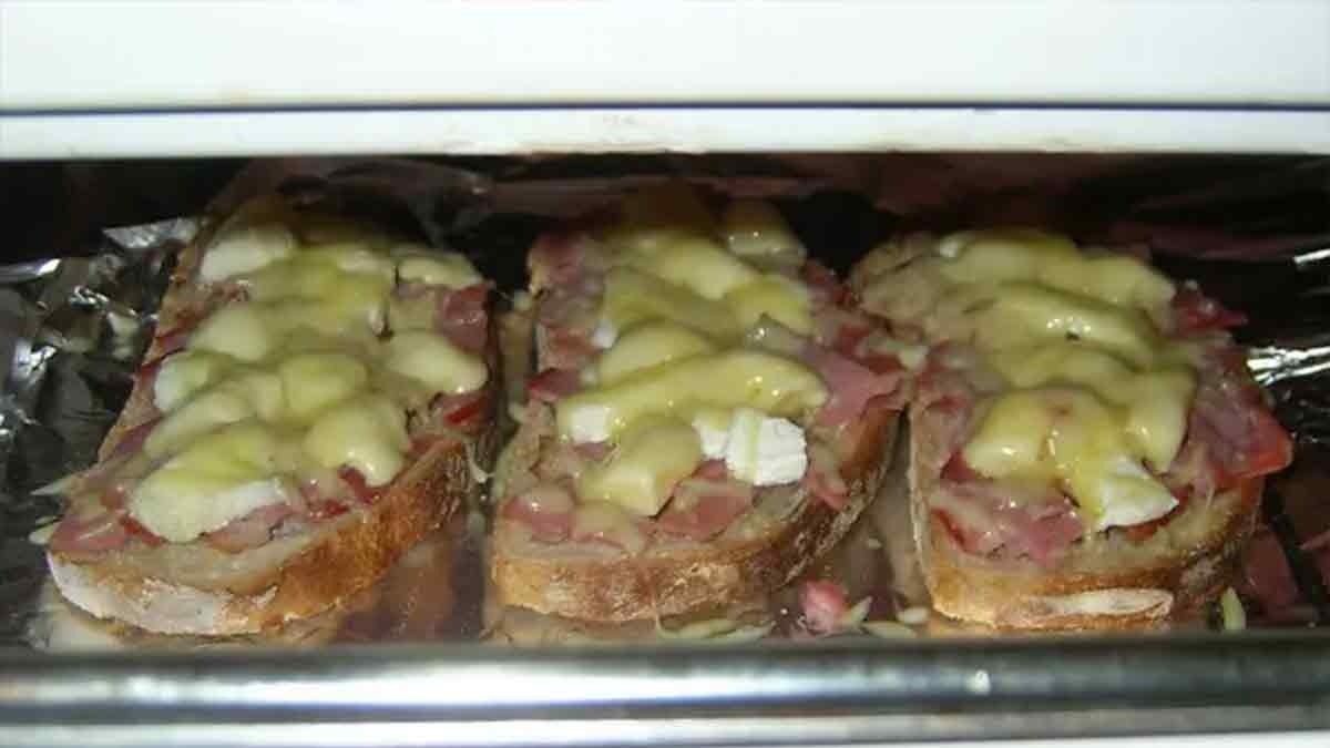 tartines au bacon et trois fromages