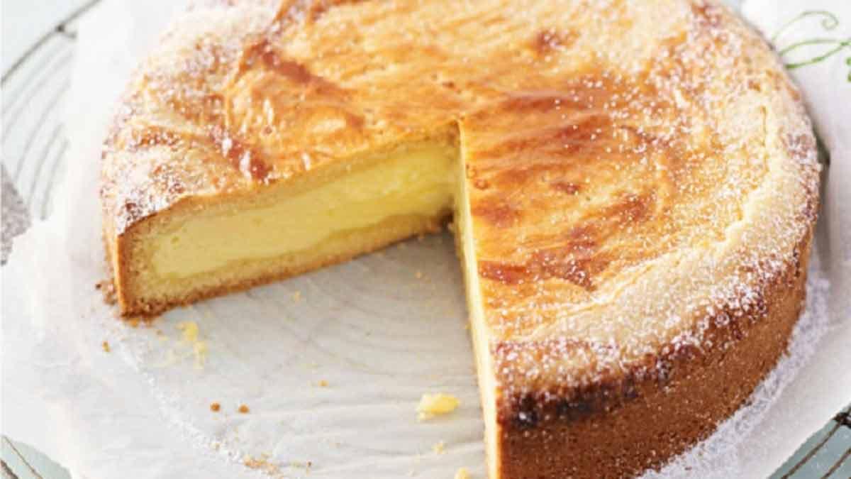 Délicieux gâteau à la crème pâtissière