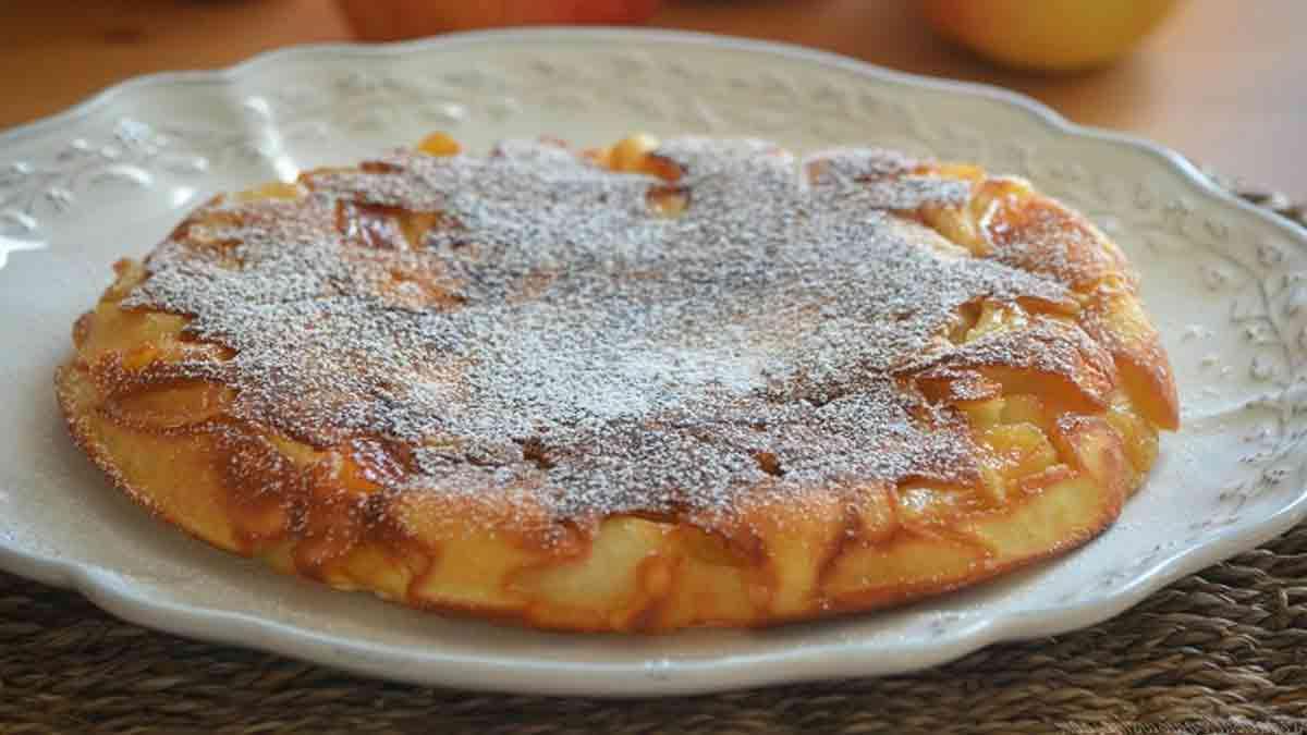 Délicieux gâteau aux pommes à la poêle