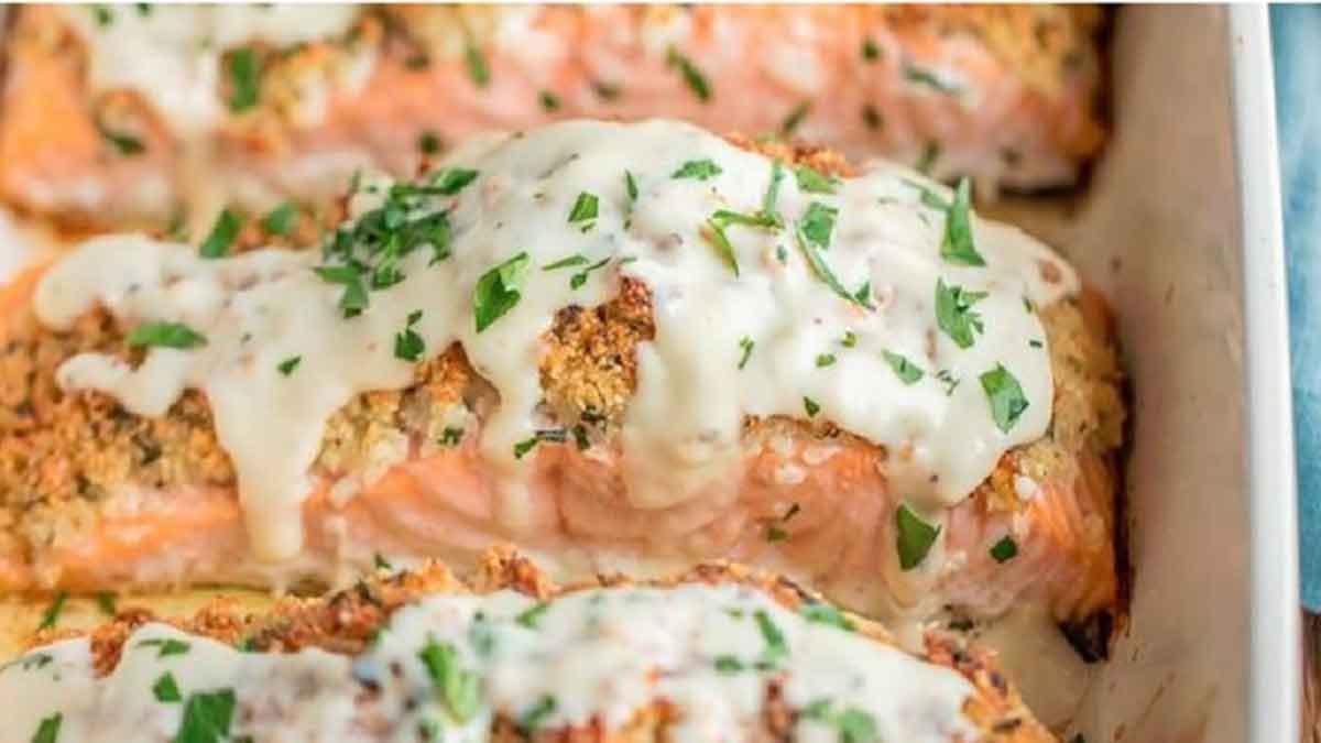 Époustouflants filets de saumon avec sauce au vin blanc