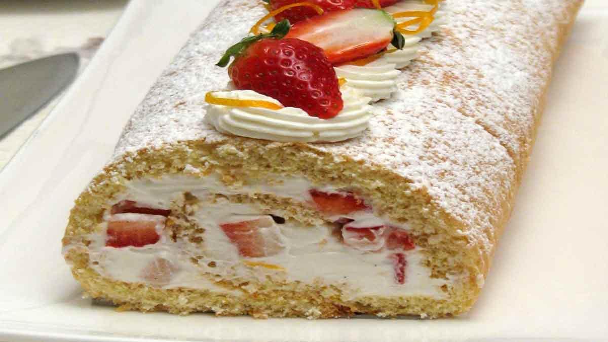 Fabuleux gâteau roulé aux fraises