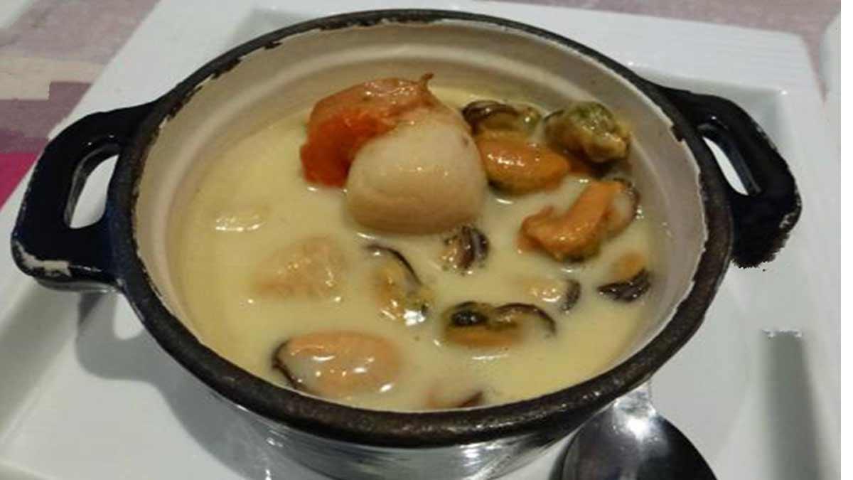 cassolette de moules et St Jacques aux blancs de poireaux