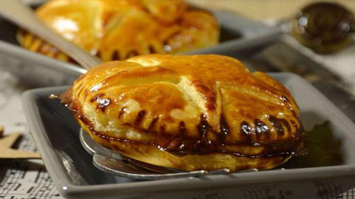 chausson au foie gras et confit d'oignon