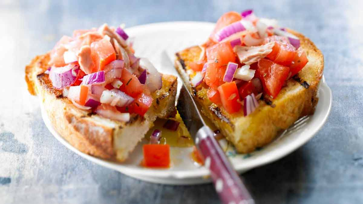 Croustillante bruschetta à la tomate