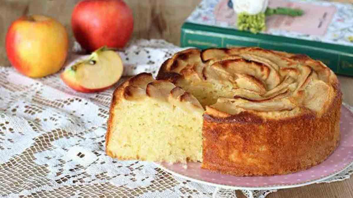 Doux gâteau aux pommes et au yaourt