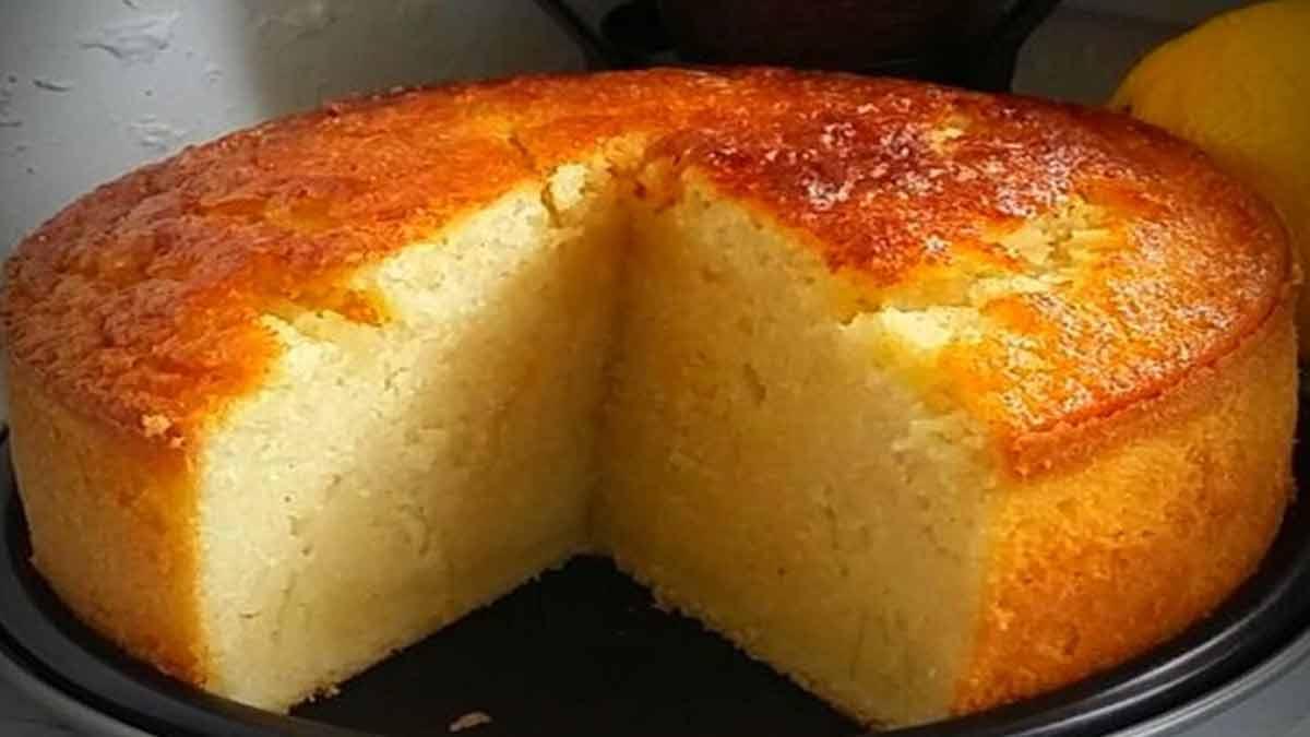 Gâteau moelleux au lait et à la semoule