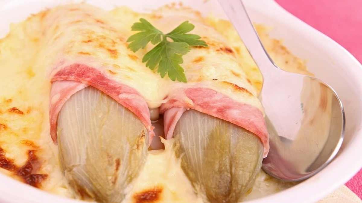Gratin d'endives au jambon et au sauce fromage