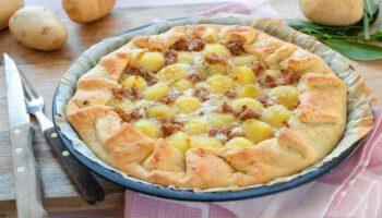 Merveilleuse tarte aux pommes de terre et saucisses