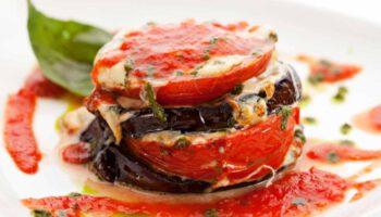 succulentes aubergines grillées à la tomate et la mozzarella