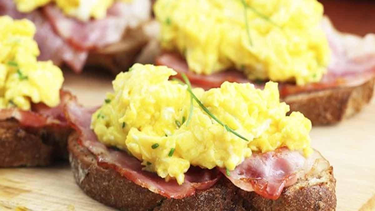 tartines œufs brouillés