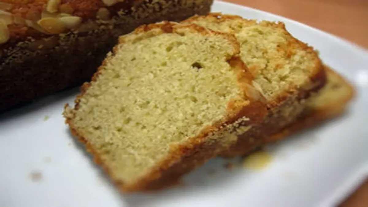 Doux cake amandes et yaourt facile