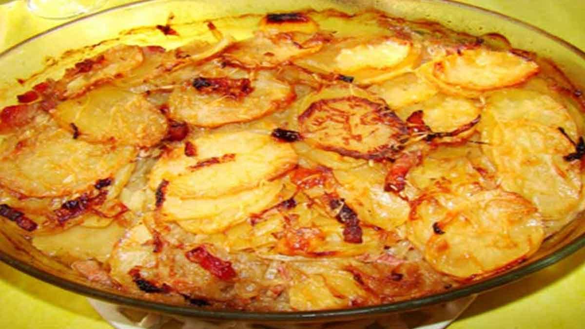 Tendres pommes de terre à la boulangère au thym