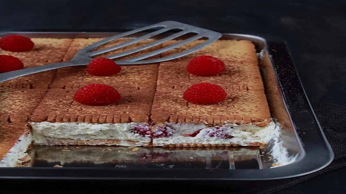 gâteau de petits-beurre aux framboises