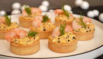 Alléchantes bouchées aux crevettes et œufs mimosa