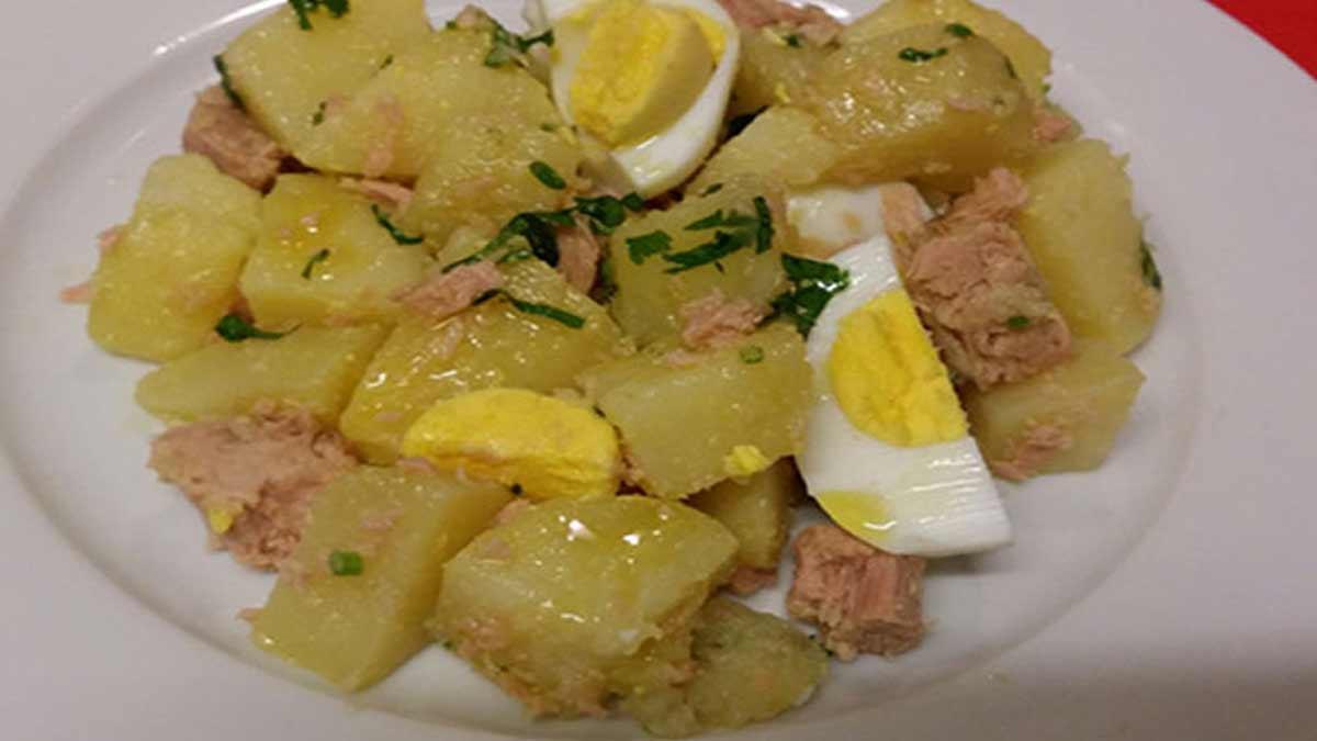 Douce salade de pommes de terre au thon et aux œufs