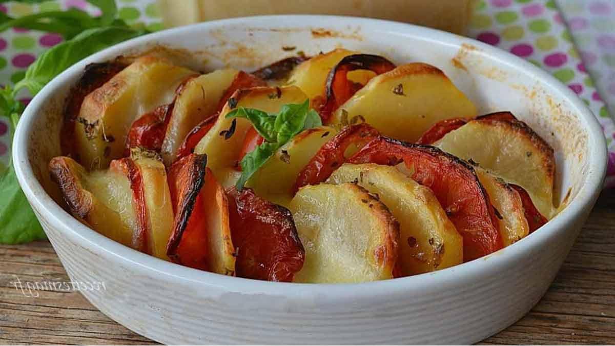 Exquis gratin de pommes de terre aux tomates