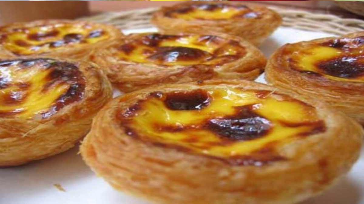 Exquis petits flans portugais au nom de pastéis de nata