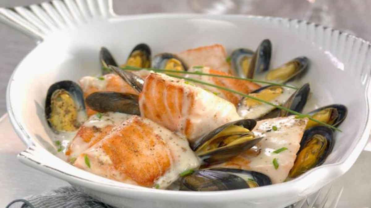Exquises cassolettes de moules au saumon et au vin blanc