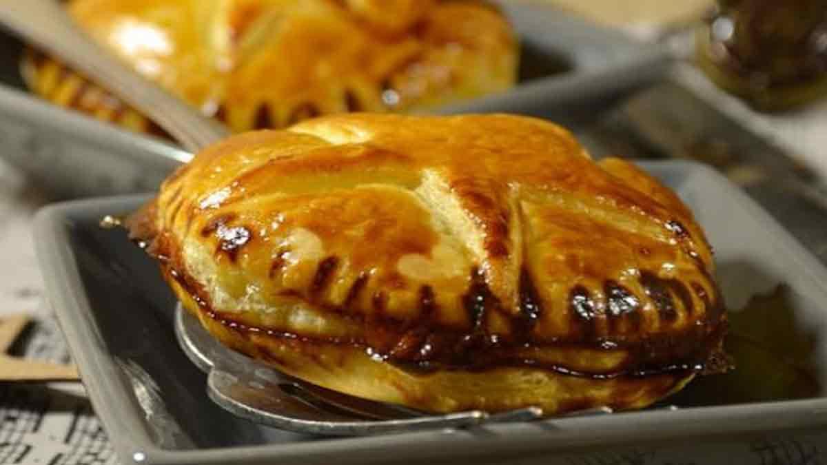 Fabuleux chaussons au foie gras et confit d'oignon