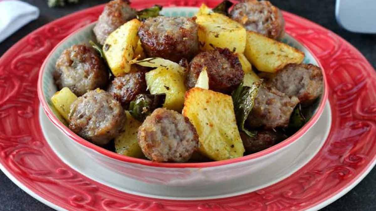 Pommes de terre aux saucisses cuites à la friteuse