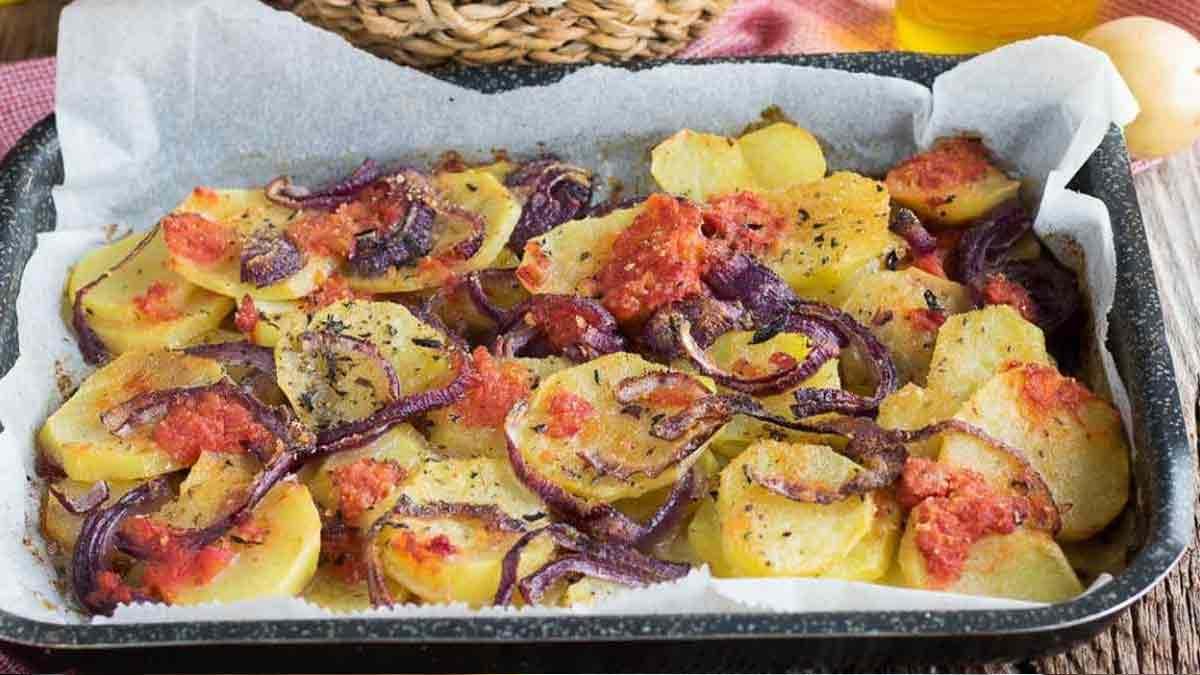 Savoureuses pommes de terre oignon tomate