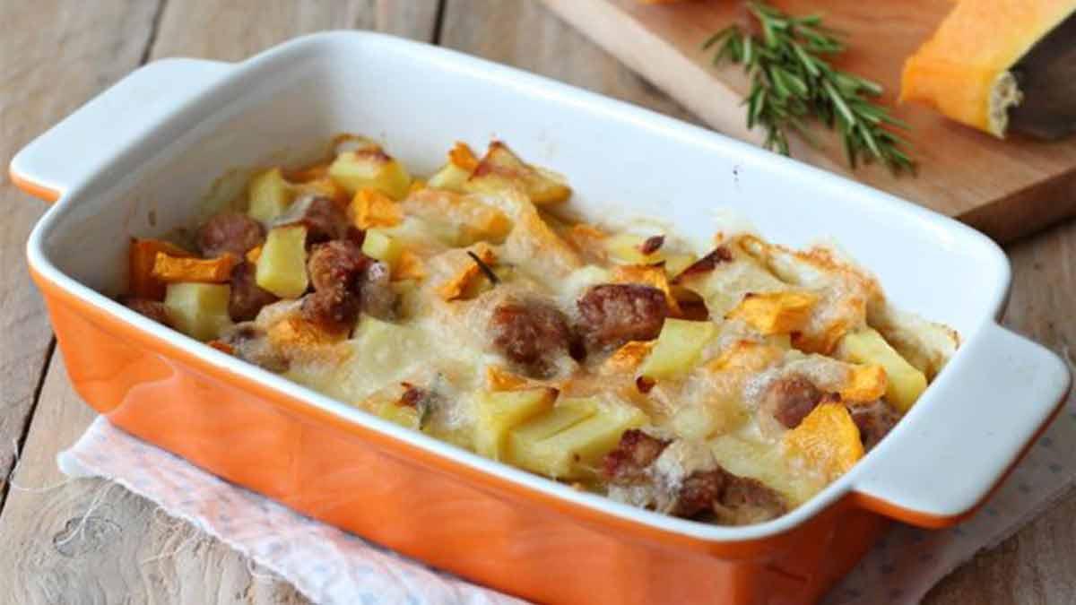Savoureux potiron et pommes de terre gratinés à la mozzarella